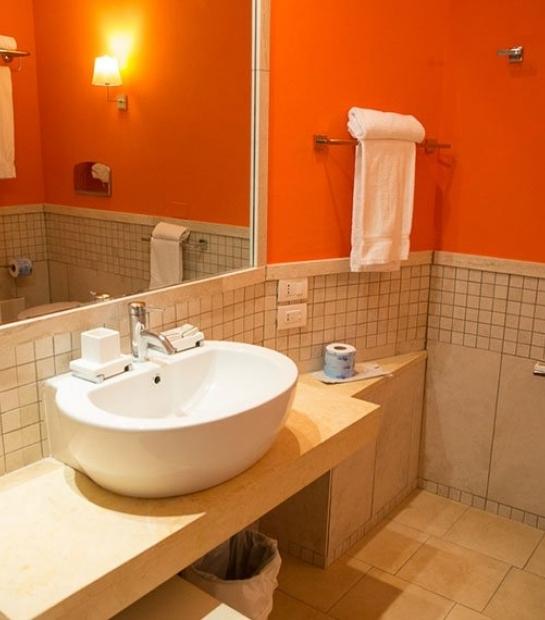 suite-hotel-riviera-bathroom-3.jpg