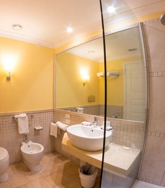 superior-room-hotel-riviera-bathroom.jpg